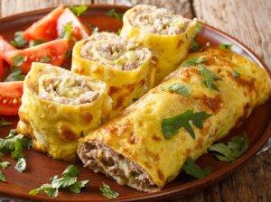 Užkepti omleto suktinukai su faršu Brizol