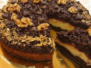 Trupininis kakavinis pyragas su varške ir uogiene