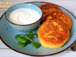 Bulvių košės kepsneliai su kumpiu ir sūriu