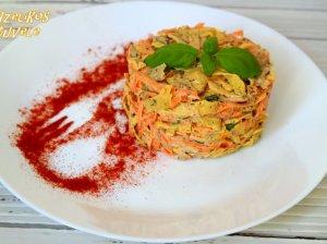Vištienos salotos su morkomis ir kiaušiniais