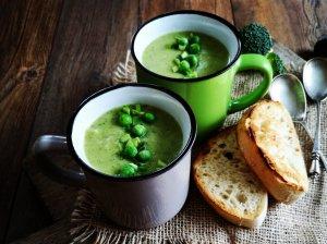 Trinta brokolių ir saldžių bulvių sriuba