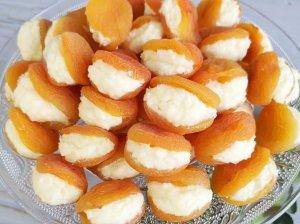 Greiti džiovintų abrikosų saldainiai su varške