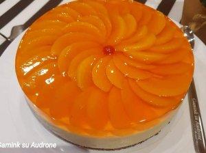 Gaivus varškės tortas su jogurtu ir konservuotais persikais