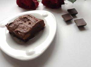 Šokoladinis pyragas su karamelizuotu kondensuotu pienu