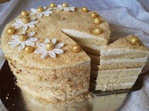 Medaus tortas su citrininiu grietinės kremu