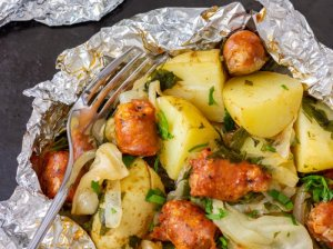 """Bulvių """"bombos"""" su kopūstais ir mėsyte"""