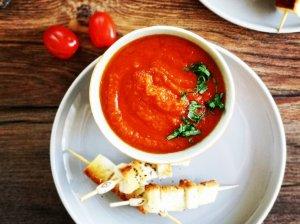 Trinta tiršta pomidorų sriuba