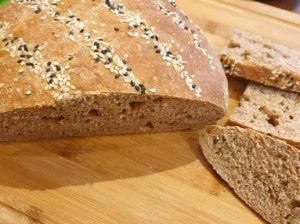 Minkšta naminė duona be raugo, mielių, kepimo miltelių ar sodos