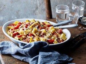 Greiti makaronai su pomidorais ir sūriu