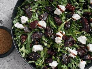 Orkaitėje keptų burokėlių salotos
