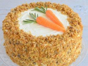 Drėgnas morkų tortas