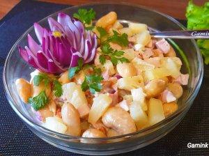 Vištienos salotos su ananasais