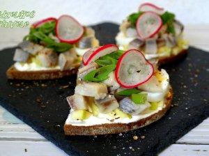 Greiti sumuštinukai silke, obuoliais ir kiaušiniais
