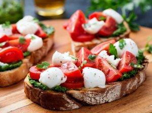 Sumuštiniai su pomidorais ir mocarela