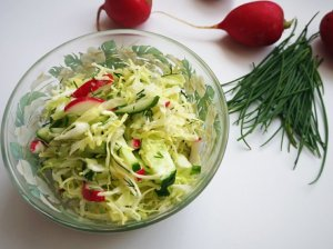 Gaivios kopūstų salotos su ridikėliais