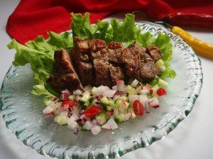 Antienos krūtinėlė su ridikėlių salsa