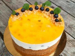 Nekeptas tortas su kondensuoto pieno kremu