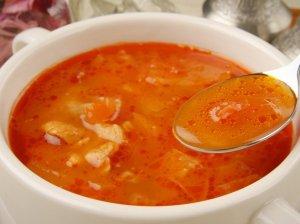 Pomidorinė kopūstų sriuba su vištiena