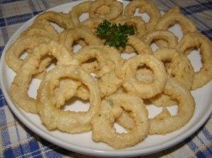 Kalmarų žiedai tešloje