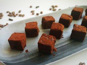Pieniško šokolado triufeliai su kava