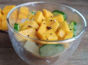 Mango ir avokadų salotos