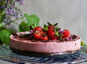 Veganiškas braškinis tortas