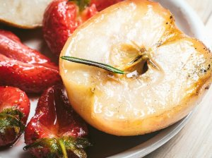 Ant grilio kepti vaisiai
