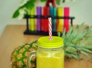 Ananaso ir banano kokteilis