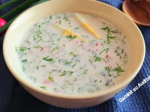 Šalta kefyro sriuba su rūgštynėmis