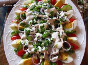 Gaivios silkės salotos su kiaušiniais ir daržovėmis