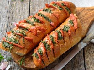 Greiti kepti sumuštiniai su žalumynais ir dešryte