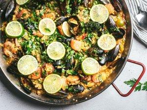 Paella su vištiena ir jūros gėrybėmis