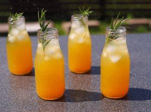 Mėtų ir citrusinių vaisių gėrimas