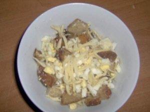 Kiaušinių mišrainė su kepta duona