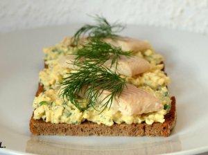 Greiti sumuštiniai su kiaušiniais ir rūkyta žuvimi