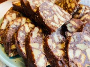 Šokoladinis tinginys su riešutais
