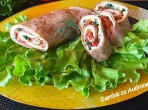 Tortilijų suktinukai su omletu ir daržovėmis