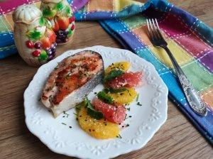 Lašiša su citrusinėmis salotomis