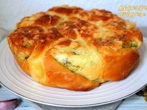Plėšoma česnakinė sūrio duona