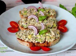 Pusryčių sumuštiniai su tunu, avokadu ir kiaušiniais