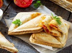 Kepti sumuštiniai su vištiena, pomidorais ir morkomis