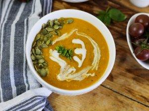Trinta cukinijų ir pomidorų sriuba