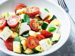 Keptų cukinijų salotos