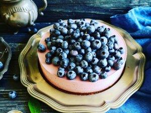 Nekeptas varškės tortas su mėlynėmis