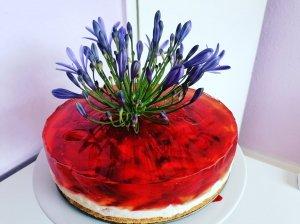 Braškinis tortas su plikytu kremu