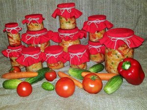Agurkų, pomidorų ir kopūstų mišrainė žiemai be kaitinimo