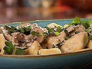 Bulvių kukuliai su grybų padažu