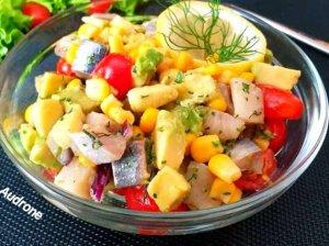Greitos silkės salotos su avokadais ir pomidorais