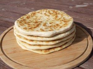 Turkiška kefyro duonelė keptuvėje