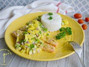 Lašiša su mango, avokado ir paprikos salsa